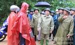 Phó thủ tướng Trịnh Đình Dũng đi kiểm tra tình hình sạt lở huyện Bắc Trà