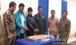 Bắt 2 người Lào mua bán 90.000 viên hồng phiến