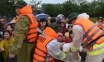 Công an Thừa Thiên – Huế căng mình giúp dân sau bão