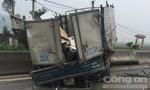 Xe tải nổ lốp tông vào dải phân cách, lái xe bị thương