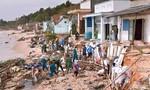 Sóng đánh sập 11 nhà dân ở Bình Thuận, nhiều ngư dân Bình Định gặp nạn trên biển