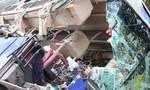 Xe khách tông đuôi xe tải đậu bên đường, 2 người tử vong