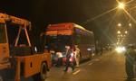 Xe khách chạy ẩu tông chết 2 người, tài xế bỏ trốn