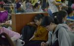 TP.HCM: Hành khách ngủ trong bến chờ lên xe về quê nghỉ Tết