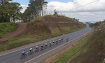 Chặng 4 giải xe đạp Truyền hình Bình Dương 2017: Đội đua TP.HCM chiếm ngôi đầu nội dung đồng đội