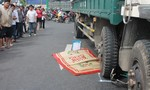 Xe tải cuốn xe đạp vào gầm, một người tử vong tại chỗ