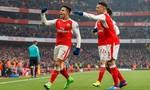 Arsenal thắng nhờ bàn thắng bằng tay của Sanchez