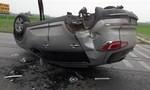 Ô tô mất lái lật nhào bên phần đường ngược chiều