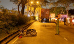 Xe container cán nát hai chân người đàn ông đi xe máy