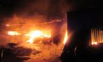 TP.HCM: Cơ sở mộc cháy rực lúc rạng sáng