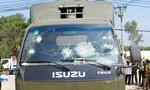 Hàng chục công nhân đập phá xe chuyên dụng Cảnh sát Giao thông