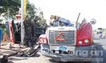 Bốn người thoát chết trong đầu xe container đứt đôi