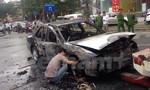 3 người tháo chạy khỏi chiếc ô tô cháy dữ dội trên đường