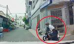 Người phụ nữ bị tên cướp giật dây chuyền ngã nhào trên đường