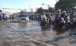 Triều cường gây ngập quốc lộ, nhà dân ở cửa ngõ phía Tây TP.HCM