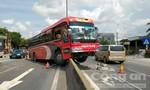 Hai xe khách tông nhau, hàng chục hành khách hoảng vía