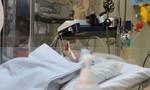 Vừa lọt lòng mẹ, bé trai đã mang bướu máu toàn thân