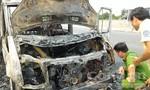 Xe khách 16 chỗ bốc cháy rụi trên cao tốc