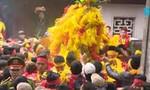 Hình ảnh nhố nhăng, phản cảm tại lễ hội: Tồn tại đến bao giờ?