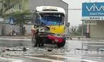 Xe buýt chở 40 hành khách tông vào xe tải đang sang đường