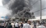 Gần 2.000 công nhân chạy tán loạn khi công ty 5 tầng bốc cháy