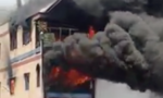 Cứu cụ ông 70 tuổi trong ngôi nhà 5 tầng bốc cháy