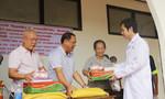 Khám bệnh, phát thuốc, tặng quà miễn phí cho 1.000 người nghèo ở Lào