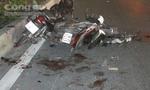 Xe máy tông nhau nát bét, 2 người nguy kịch
