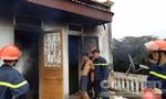 Thanh niên nghi ngáo đá đốt nhà, đòi nhảy lầu