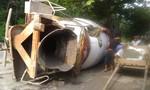 Xe tải tông sập nhà dân khiến lái xe bị thương