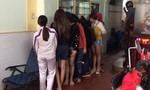 """Nhiều chân dài chiều khách """"tới bến"""" trong tiệm hớt tóc ở Sài Gòn"""