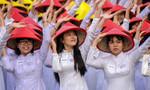 Hơn 3.000 áo dài đồng diễn tại Phố đi bộ Nguyễn Huệ