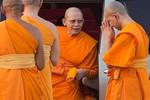 Vua Thái Lan đồng ý việc tước bỏ chức sắc vị sư đang bị truy nã