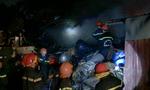 Gần 100 lính cứu hỏa căng mình chữa cháy bãi phế liệu