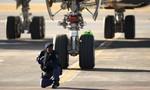 Giả cảnh sát cướp tiền giữa sân bay