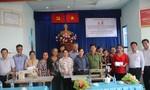 Báo Công an TP.HCM tặng máy may cho người khuyết tật ở huyện Nhà Bè