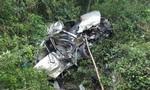Tàu hỏa tông xe Innova nát vụn, 6 người thương vong