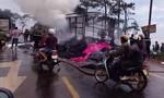 Xe tải chở vải cháy trơ khung, tài xế may mắn thoát nạn