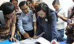 Bộ trưởng Kim Tiến đột xuất kiểm tra các phòng khám bị tố 'vẽ bệnh để móc túi'