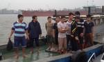 Bộ đội và ngư dân cứu 10 người gặp nạn trên biển