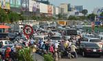 Đường vào sân bay Tân Sơn Nhất 'tê liệt', hành khách bỏ xe chạy bộ