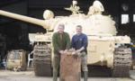 Mua xe tăng cũ trên eBay, tìm thấy 5 thỏi vàng trị giá hơn 2 triệu USD