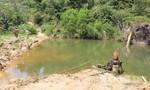 Hàng trăm hộ dân điêu đứng vì người lạ chặn dòng suối giữa rừng