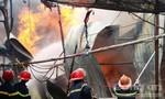 Cháy lớn sát khu đô thị, người dân hoảng sợ chạy toán loạn