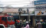 Hai vợ chồng tháo chạy khỏi căn nhà bốc cháy ở TP.HCM