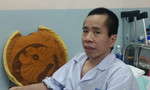 Người em cặp song sinh Việt - Đức bước vào ca phẫu thuật tạo hình niệu quản