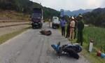 Quảng Ngãi: Hai xe máy đấu đầu, 3 người thương vong