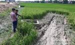 Nhấc bổng ô tô đưa 3 thi thể học sinh, người bị thương ra khỏi bùn đất