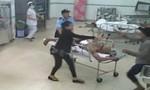 TP.HCM: Côn đồ xách hung khí xông vào bệnh viện chém gục đối thủ