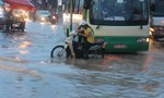 Mưa lớn khiến các tuyến đường ở Biên Hòa 'thất thủ'